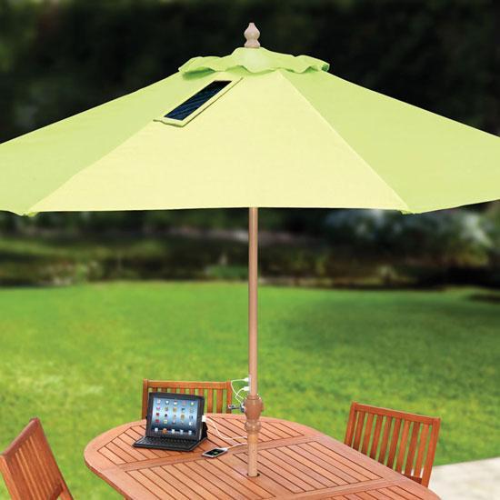 Бізнес на пляжі: USB-парасолька, що заряджає гаджети